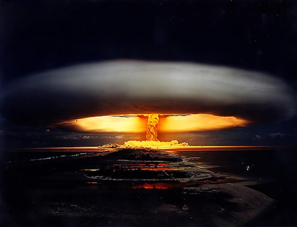 http://www.humansoul.com/Nuclear_Bomb_Mushroom_Cloud.jpg